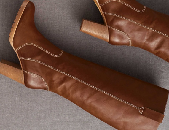 Коричневые кожаные сапоги: стильные образы