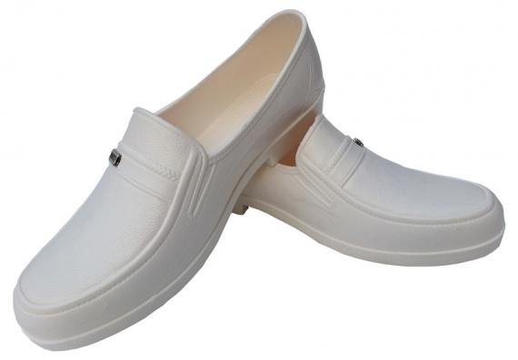 белая кожаная обувь