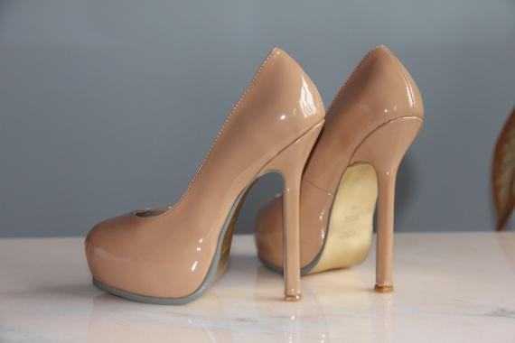 Бежевые туфли: с чем носить