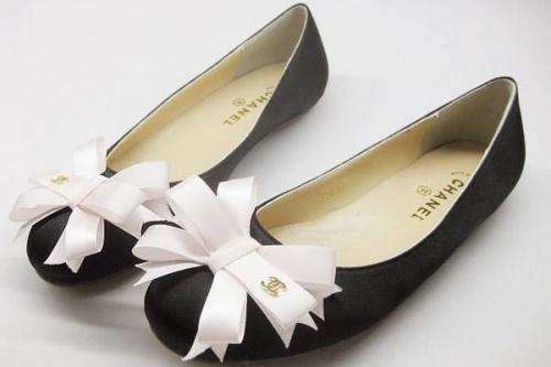 Преврати черные балетки в дизайнерскую обувь