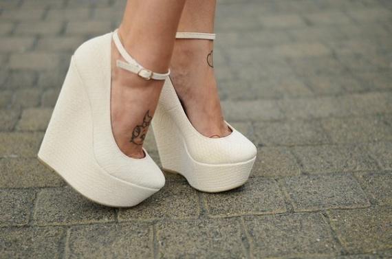 С чем носить белую обувь: 3 модных образа