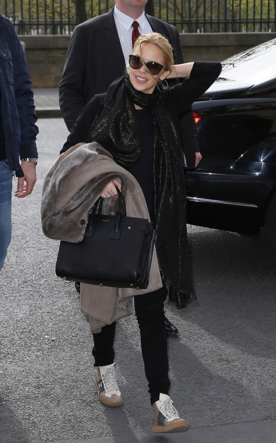 Звездный тренд: кроссовки Chanel