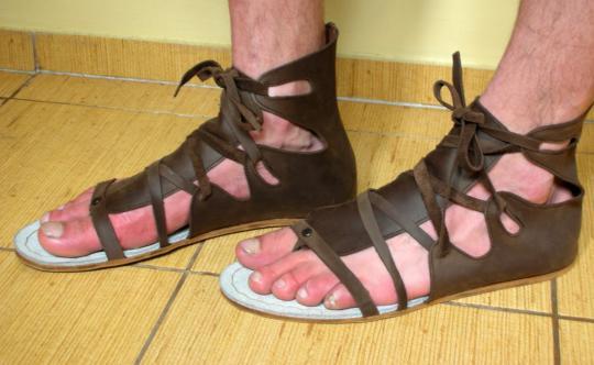 5 самых неудачных мужских сандалий по версии женщин