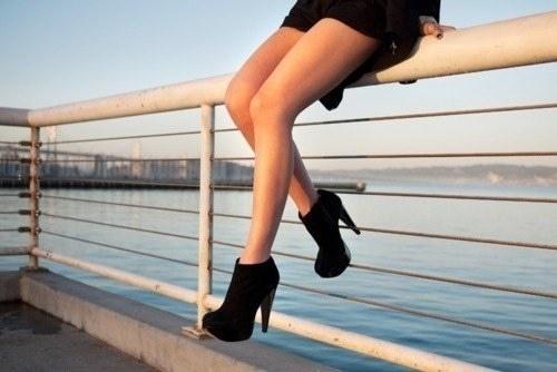 Как женские туфельки действуют на мужчину?