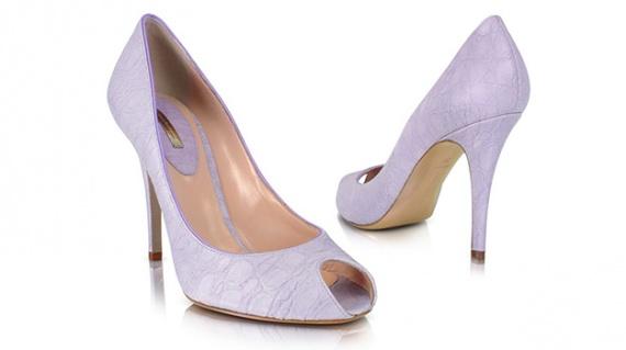 С чем носить лиловые туфли?