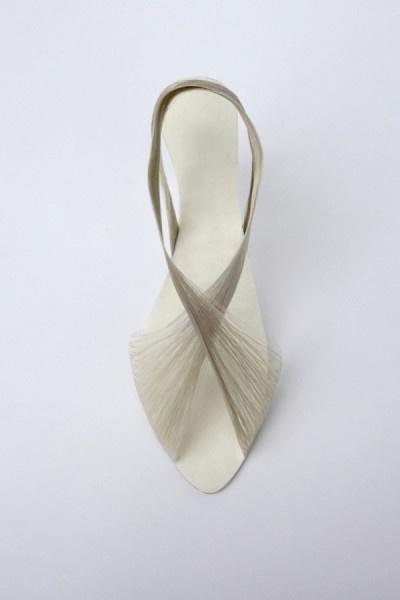 Коллекция женских туфелек, созданных с помощью шелковой нити