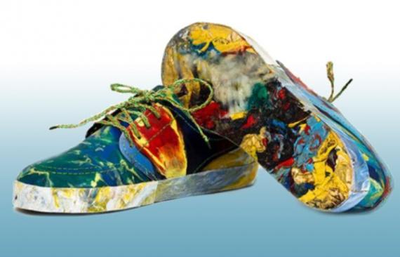 Британские студенты создали обувь из пластиковых отходов