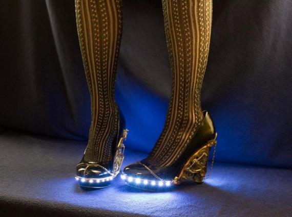 Эпатажные стимпанк-туфли с подсветкой