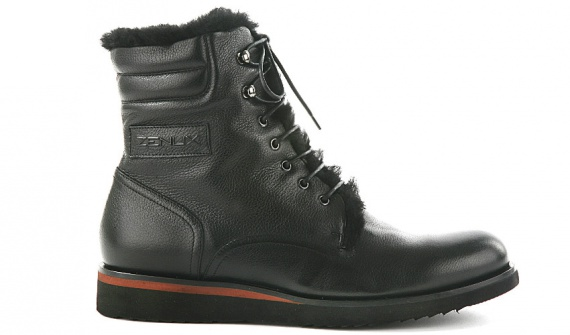 семь пар мужских ботинок на меху
