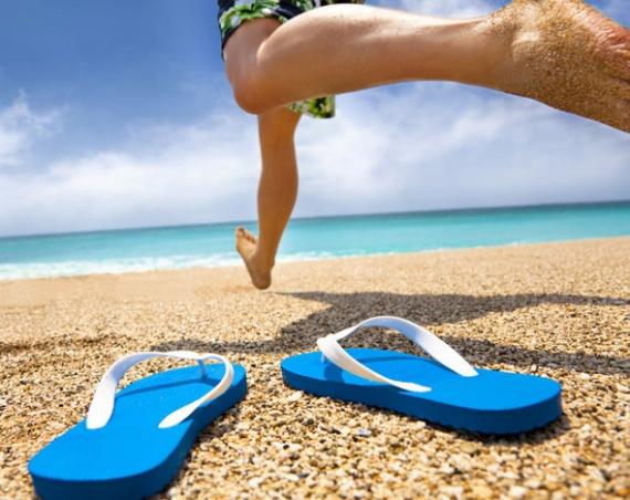 Шесть пар трендовой пляжной обуви для мужчин
