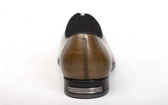 Криштиану Роналду запускает собственную линию обуви CR7