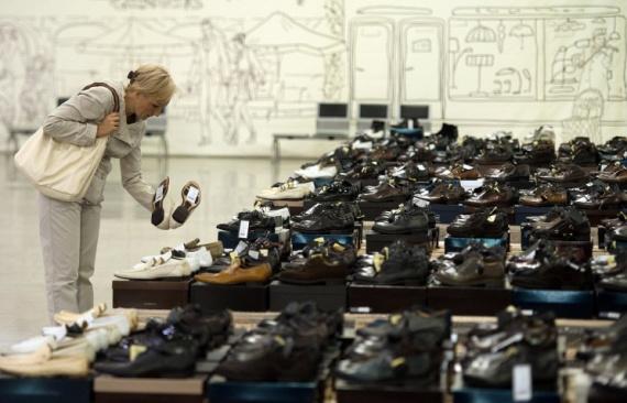 СМИ: в Госдуме предлагают запретить кеды и обувь на высоком каблуке